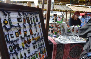Stoisko z biżuterią na tarnogórskim Rynku