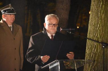 Burmistrz Arkadiusz Czech wygłasza przemówienie.