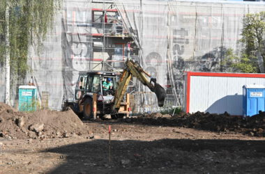 Sprzęt budowlany - Budowa parkingu na terenie po byłym Tarmilo