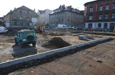 Budowa parkingu na terenie po byłym Tarmilo