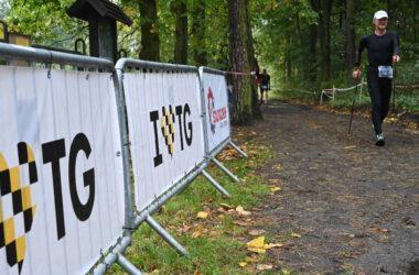 Zawodnik Nordic Walking na trasie