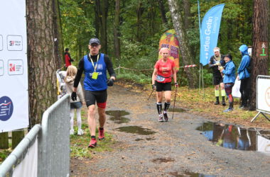 Zawodnicy Nordic Walking na trasie