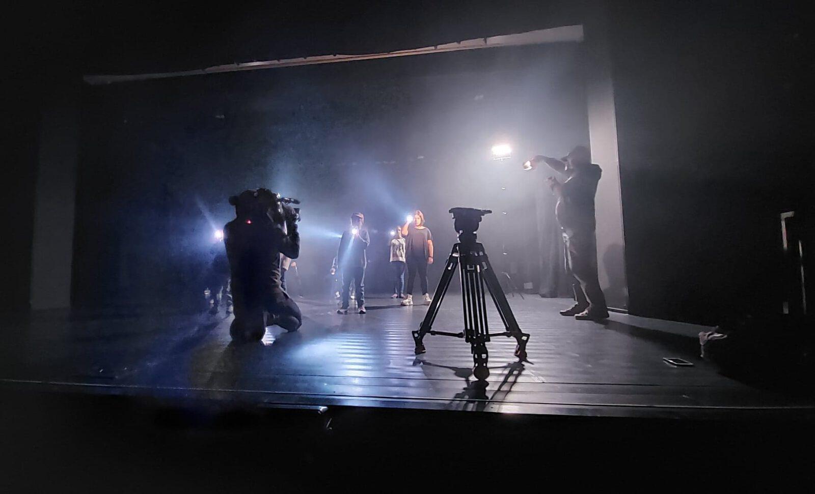 Cykl Just Do IT - z udziałem dzieci z Tarnowskich Gór. Na scenie.