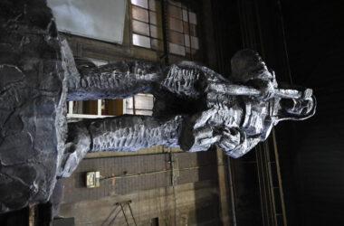 Metalowy odlew gwarka - widok od dołu