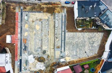Budowa parkingu na ternie po byłym Tarmilo - widok z lotu ptaka, zakończenie budowy przewidywane jest na koniec listopada