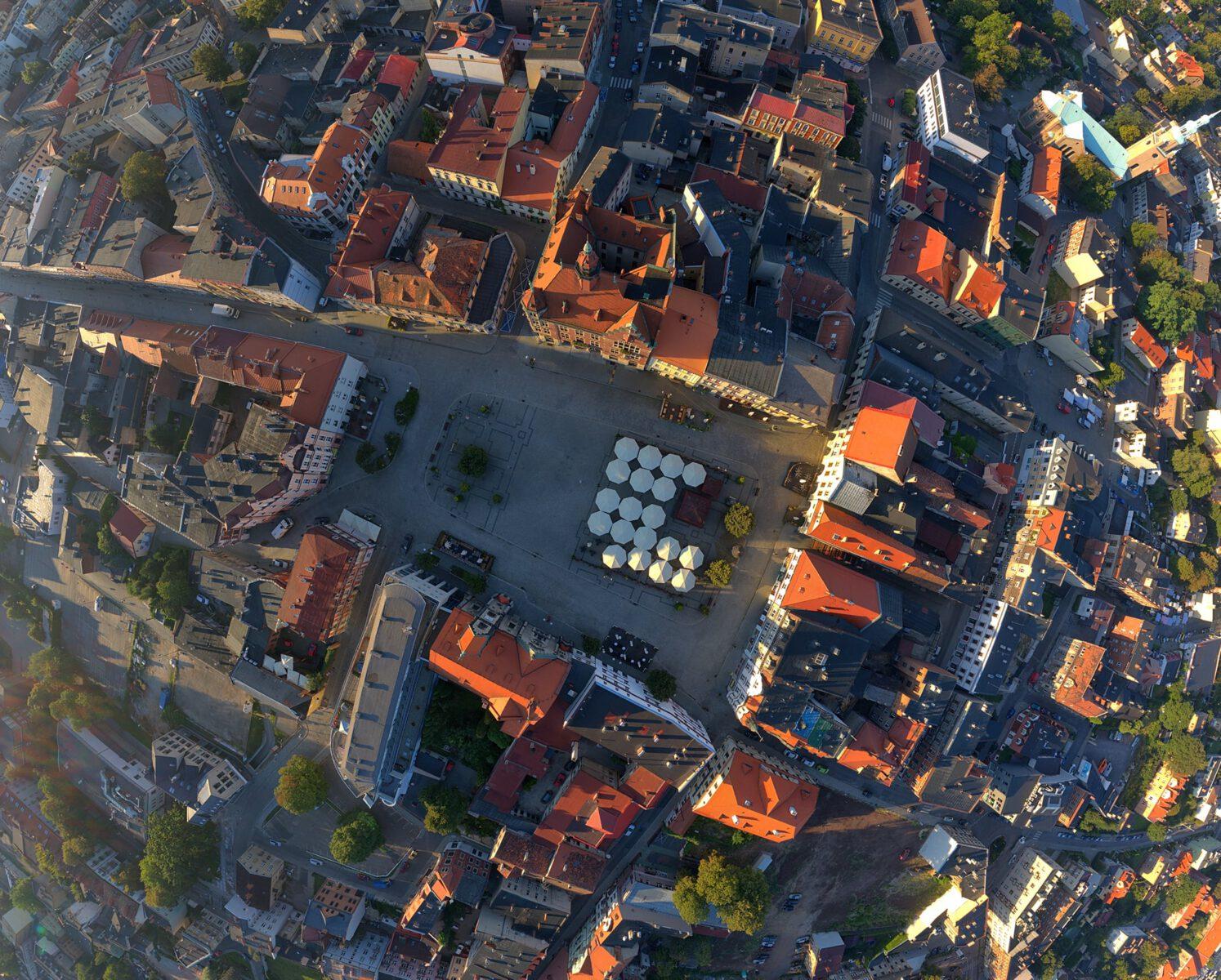 Widok na Rynek miasta Tarnowskie Góry z lotu ptaka