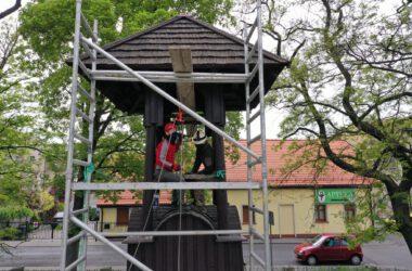 Tarnogórska Dzwonnica Gwarków - montaż nowego dzwonu