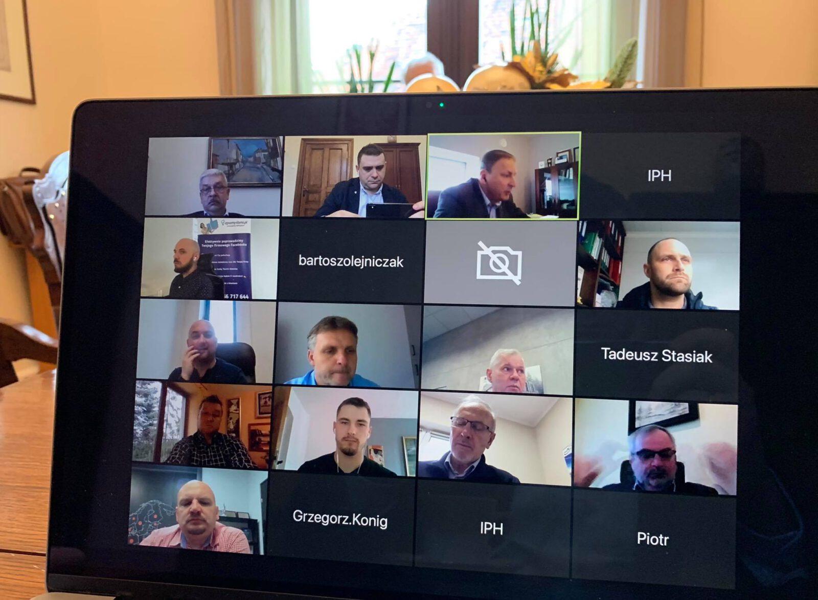 Uczestnicy konferencji online zorganizowanej przez IPH