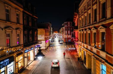 Ulica Krakowska w Tarnowskich Górach ze świątecznymi ozdobami - widok z lotu ptaka130735740_393325118760901_4679088406796371718_n