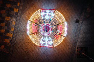 Świąteczna bombka na Placu Wolności - widok z lotu ptaka