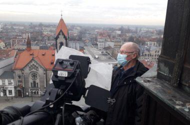 Zegarmistrz Franciszek Wiegand na ratuszowej wieży
