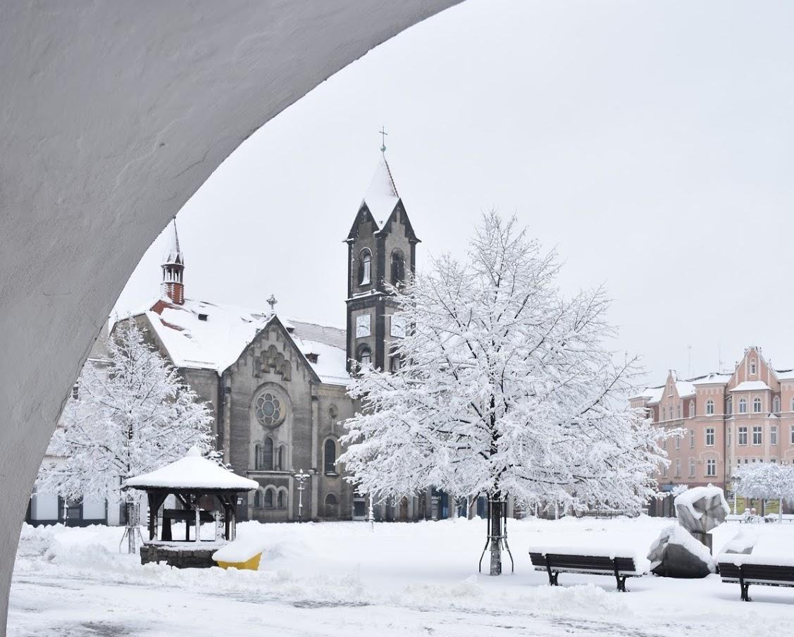 Rynek w Tarnowskich Górach zimą