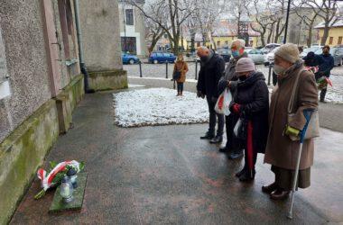 Mieszkańcy Tarnowskich Gór pod pomnikiem katyńskim