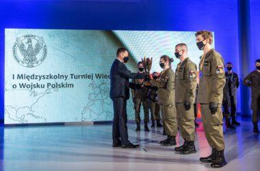 Zdjęcie zwycięzców w konkursie Ekstraklasa Wojskowa
