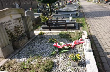 Wiązanki kwiatów od magistratu, na grobach i miejscach pamięci o powstańców śląskich