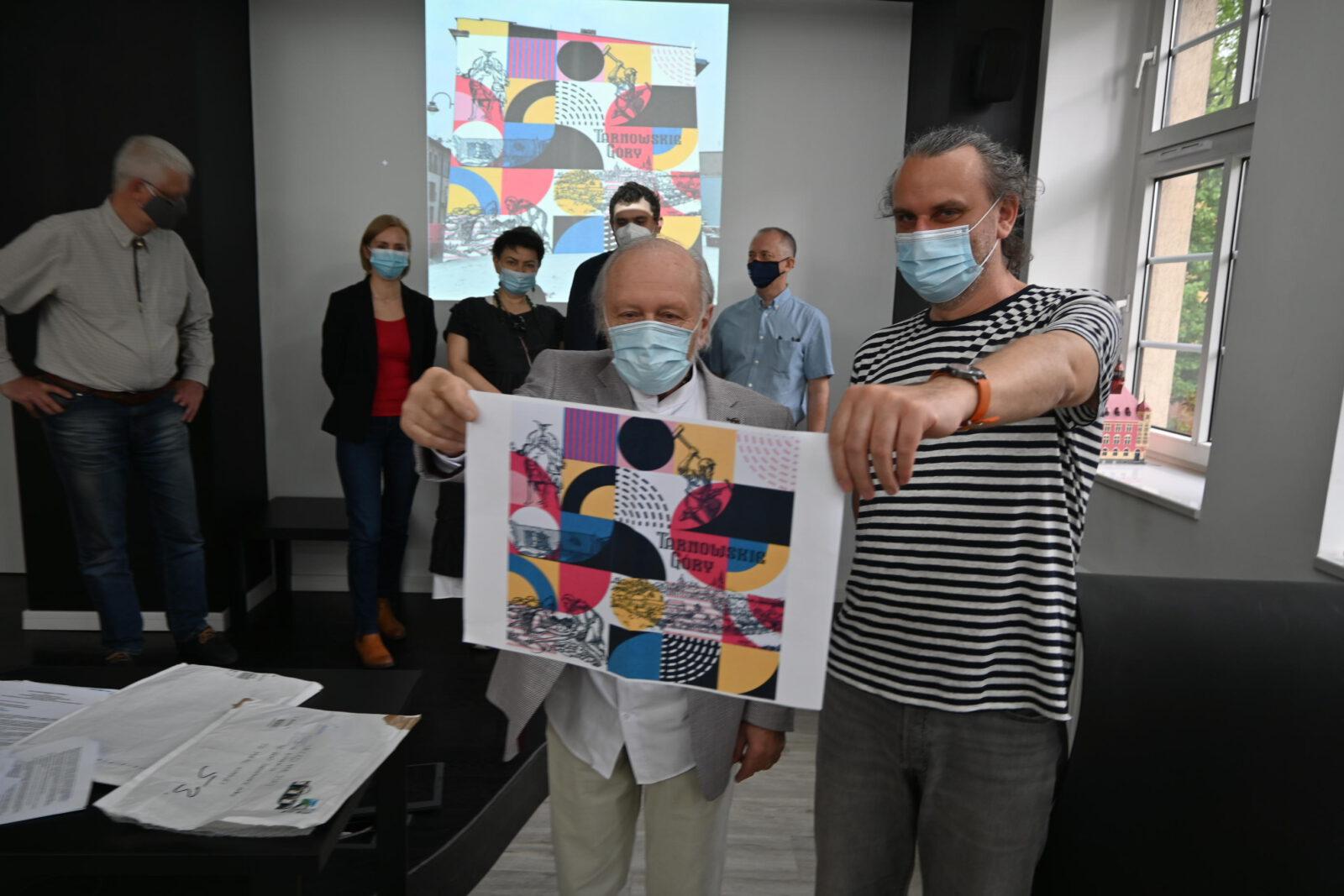 TGMural wybrany! - komisja ze zwycięskim projektem muralu