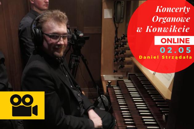 Muzyk przy organach w kościele