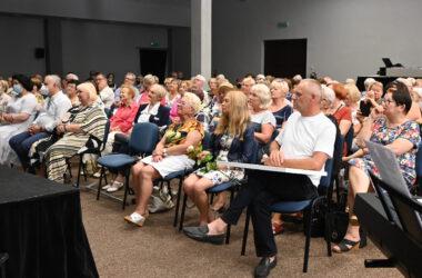 Publiczność oglądająca występy seniorów