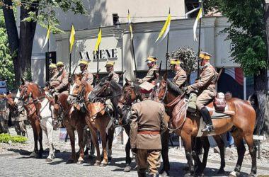 Członkowie Ochotniczego Szwadronu 3. Pułku Ułanów Śląskich na koniach.