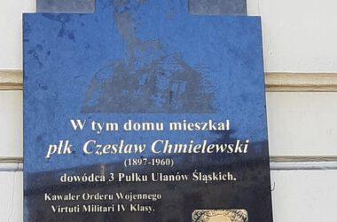 Tablica pamięci płk Czesława Chmielewskiego.