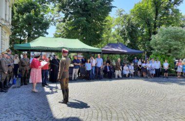Publiczność podczas uroczystości odsłonięcia tablicy.