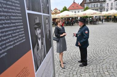 Powstania śląskie i plebiscyt wystawa na Rynku