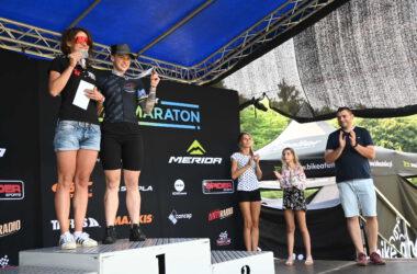 2 kobiety na podium z medalami