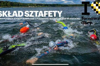Infografika - uczestnicy sztafety płyną w strojach pływackich.