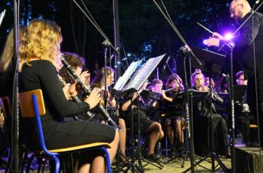 Muzycy Parafialnej Kamiliańskiej Orkiestry Dętej podczas koncertu