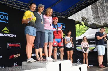 4 kobiety na podium z medalami
