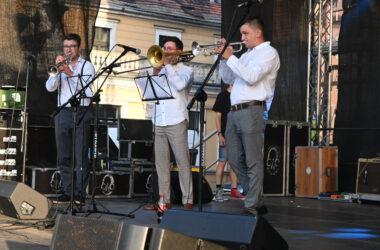 3 muzyków z Silesian Brass Quartet na scenie