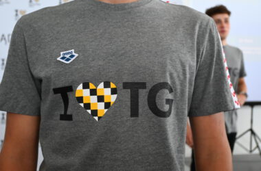 Szara koszulka z napisem I love TG