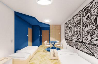 Sypialnia z dwoma łóżkami, grafiką na ścianie i stolikiem