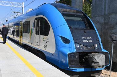 Pociąg na stacji Herby Nowe.