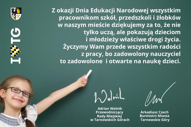 Infografika z uśmiechniętą dziewczynką z kredą w dłoni - życzenia z okazji Dnia Edukacji Narodowej, dla pracowników szkół, przedszkoli i żłobków.